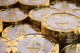 Altcoins ETH, AAVE ve aumentos de precios de ATH, XRP ora por la liberación de la SEC