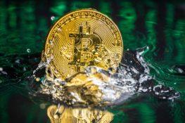 Bitcoin recupera sus pérdidas después de la caída de la semana temprana y logra mantener el precio por encima de un nivel crucial