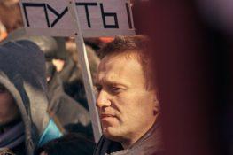 El líder de la oposición detenido de Rusia, Alexei Navalny, recibe $ 120,000 en donaciones de Bitcoin mientras las protestas se enfurecen en Moscú