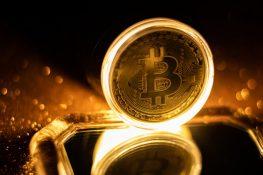 El excongresista Ron Paul pide legalizar BTC pero no imponga impuestos