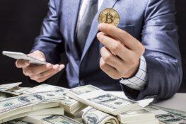 Los tenedores de Bitcoin a largo plazo siguen apilando mientras que los tenedores a corto plazo siguen vendiendo