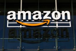 Amazon niega aceptar pagos de Bitcoin, el precio de BTC cae después