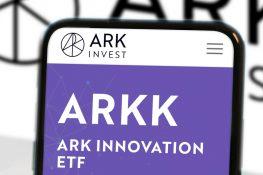 Ark Investment de Cathie Wood ingresa a los ETF canadienses de Bitcoin mientras la SEC de EE. UU. Retrasa las solicitudes