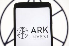 ¿Por qué las inversiones ARK de Cathie Wood se saltaron la compra de las primeras acciones ETF de futuros de Bitcoin?